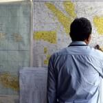 В зоне поиска лайнера AirAsia обнаружили подозрительные объекты