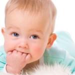 Прорезывание зубов у детей: как помочь малышу?