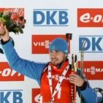Биатлонист Шипулин завоевал золото в масс-старте в Словении