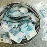 Официальный курс доллара вырос за год на 24 рубля