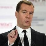 Медведев счел рост зарплат тормозящим экономическое развитие