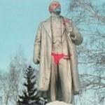 Ленина в Новосибирске «облачили» в красные плавки