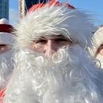 Хор Дедов Морозов заберется на елку