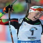 Домрачева выиграла спринт и стала лидером общего зачета
