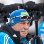 Тренер сборной России по биатлону обещал сбрить усы
