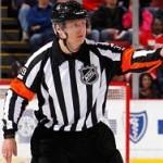 На матче НХЛ впервые отработал российский судья
