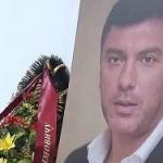 Навальный посетил могилу Немцова