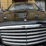 У преподавателя вуза в Москве отобрали Mercedes в счет долга