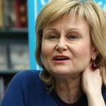 Россияне назвали Донцову писателем года