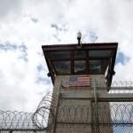 Командующего базой Гуантанамо уволили за убийство