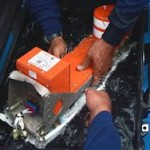 Спасатели сообщили о возможном взрыве самолета AirAsia