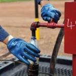 Цена на нефть упала ниже отметки в 56 долларов