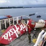 Фюзеляж лайнера AirAsia поднимут при плохой погоде