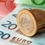 Премьер Литвы получил в банкомате первые евро