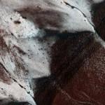 NASA нашла на Марсе ледяные скалы