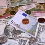 """Рубль и нефть растут в цене перед """"длинными"""" выходными"""