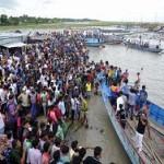 Паром с 200 пассажирами перевернулся на реке Падма