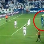 В ОАЭ футболиста наказали за ходьбу на руках