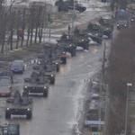 За военным парадом в Нарве наблюдали люди в масках