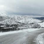 Десятки автомобилей перекрыли трассу в Якутии