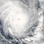 """Мощнейший циклон """"Пэм"""" целиком накрыл государство Вануату"""
