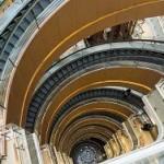 В Шанхае запустили крупнейший в мире спиралевидный эскалатор
