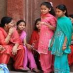 Индия: полицейские макали бомбы в воду для обезвреживания