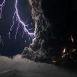 В процессе извержения вулкана образуется стекло