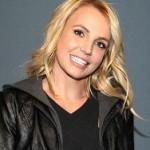 Бритни Спирс потеряла парик во время выступления