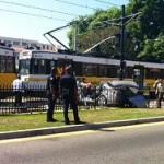 В Лос-Анджелесе поезд столкнулся с автомобилями