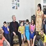 Москва: внедряется новая модель семейного устройства детей-сирот