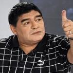 Марадона появился в телеэфире в серьгах и с помадой на губах