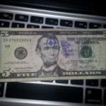 Львовский суд оштрафовал мужчину за продажу 5 долларов