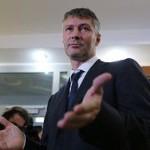 """В аэропорту """"Шереметьево"""" сцепились политики Баков и Ройзман"""