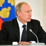 У стен Кремля начался митинг, на котором ждут Путина