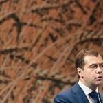 Медведев потребовал срочно выплатить аграриям субсидии