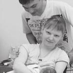 Девушка без рук и ног родила здорового ребенка в Челябинске