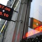 Курс евро упал ниже 65 рублей