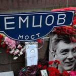 Москвичи провели субботник на месте убийства Немцова