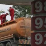 Белоруссия приостановила поставки бензина в Россию
