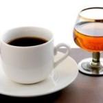 Одна чашка кофе в день компенсирует вредное воздействие алкоголя