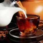 Чай с молоком может помочь сохранить белизну зубов